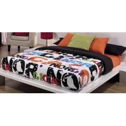 Funda nórdica para cama con las letras NORDICA sobre fondo blanco